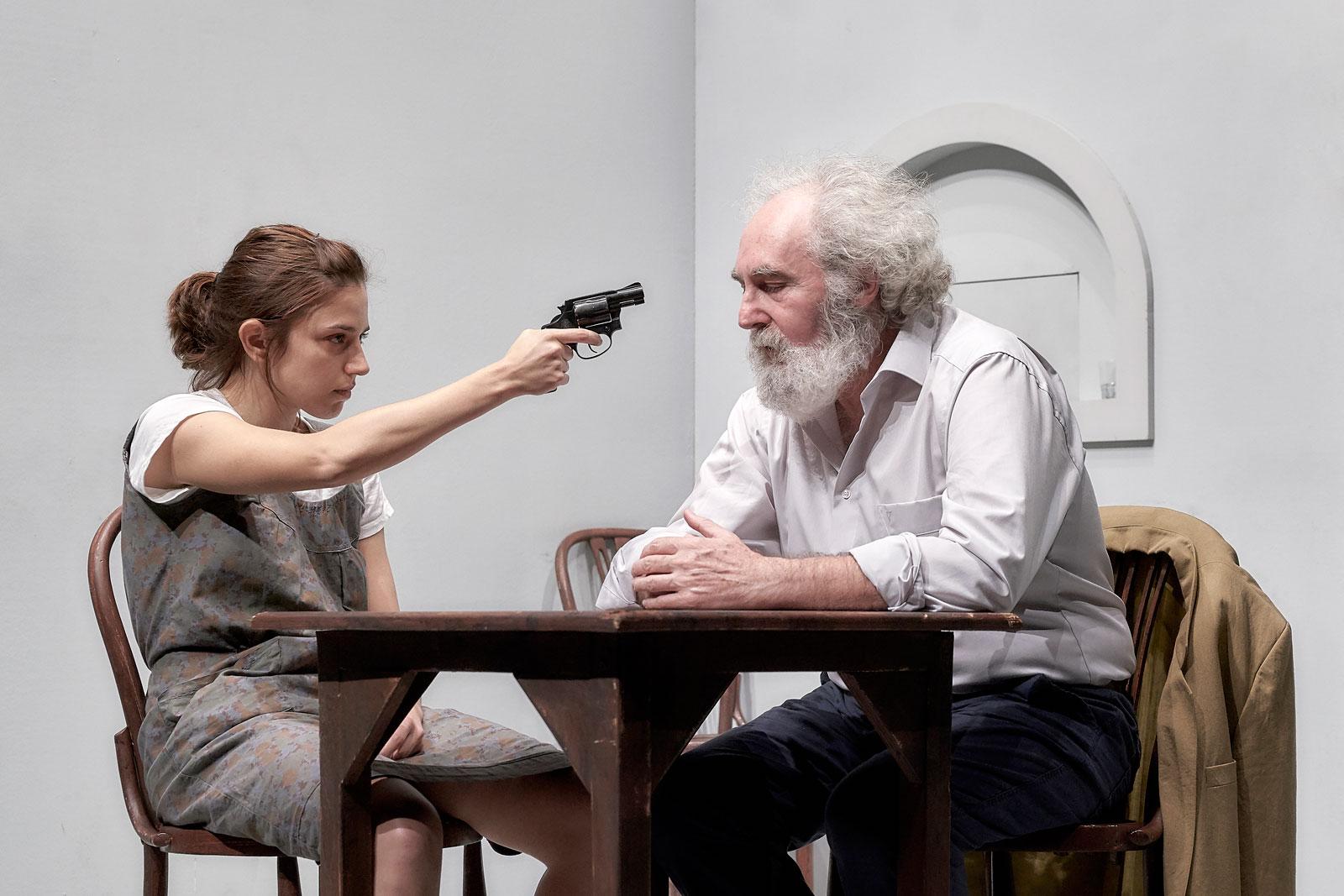 Espía a una mujer que se mata 1 © marcosGpunto